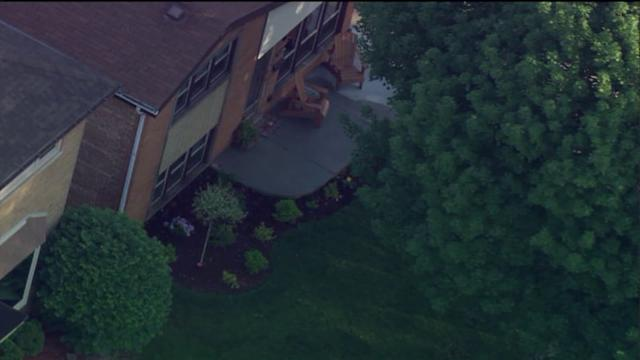 Man dies, crashed into Oak Lawn home