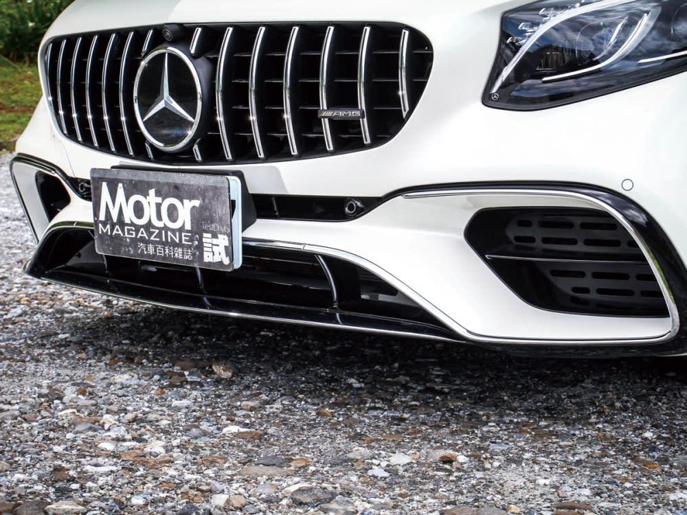 換上極具識別度的AMG Panamericana直柵式水箱護罩,如同代表著AMG車系的精神象徵。