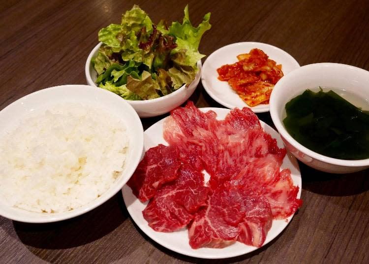 午間限定合盛り定食B 和牛肋骨/和牛背肉/和牛橫隔膜 3選1 附海帶湯、沙拉、可無限續泡菜 價格:1100日圓(未稅)