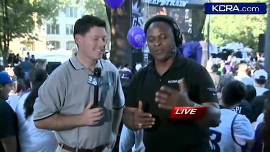 Former King Chris Webber lands in Sac; talks team, downtown rally