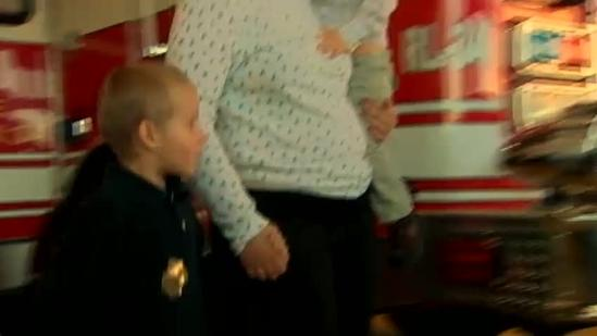 3 who rescued family trapped in burning car are honored