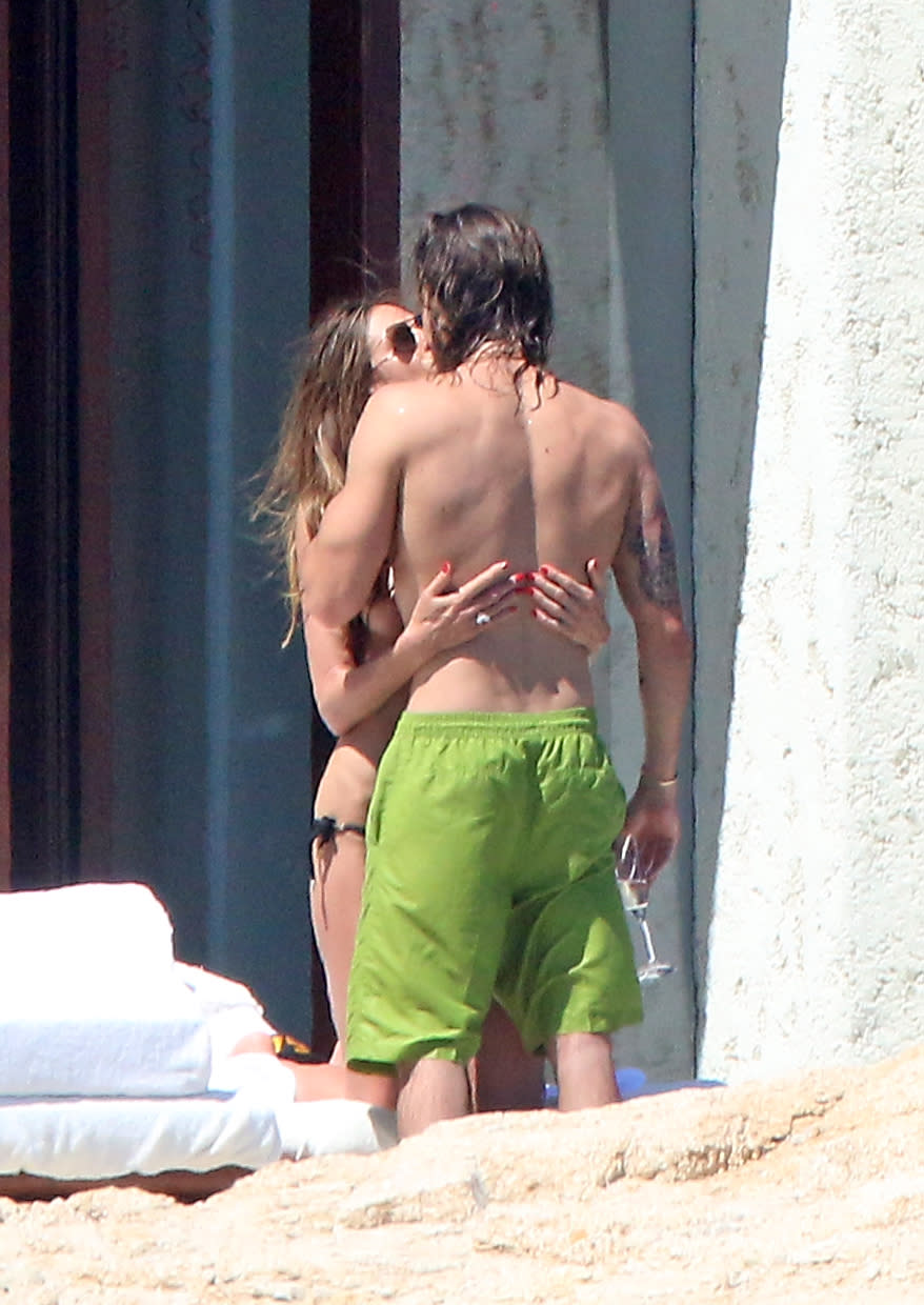 Topless Heidi Klum Looks Sexy as She Forgets Bathing Suit on With Boyfriend Tom Kaulitz in Mexico