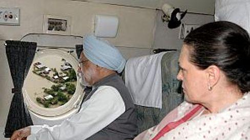 PM, Sonia undertake aerial survey of the flood hit areas