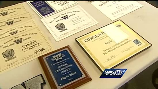Letter-collecting student wins Hy-Vee Spirit Award