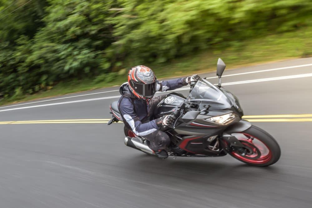 忍道,何須張揚:KAWASAKI Ninja 300 試駕報告