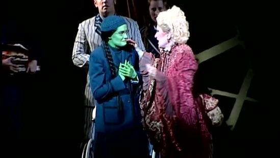 'Wicked' behind the scenes: Turning Elphaba green