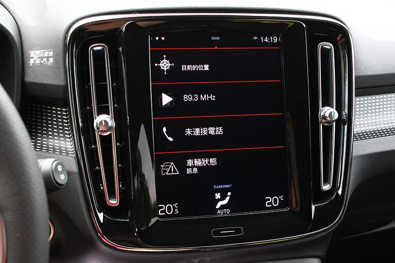 9吋直立式中空觸控螢幕很科幻,各方面表現也在水準之上。
