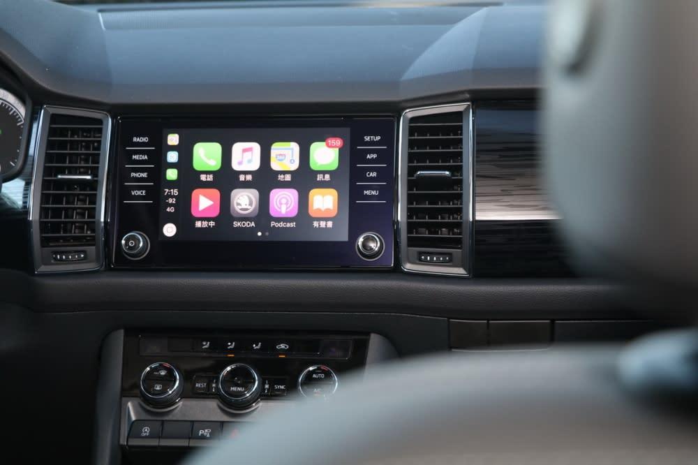 中央八吋觸控螢幕具備Aux-in、USB、藍芽串流、Apple Carplay、Android Auto等連接機能