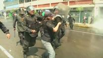 Riot police clash with demonstrators at pay protest in Peru