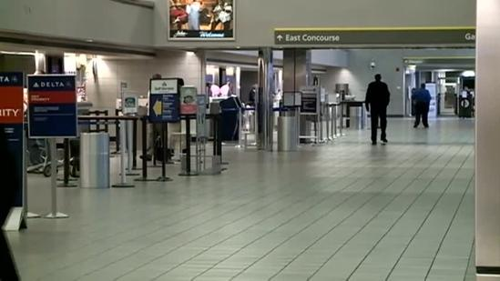 Sandy causes airport cancellations