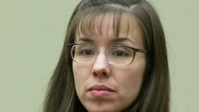 Jodi Arias answers questions from jury