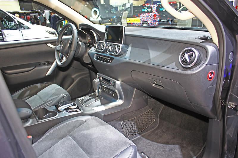 X-Class座艙依然相當Mercedes,但細節用料當然不比房車、跑車或SUV家族了。