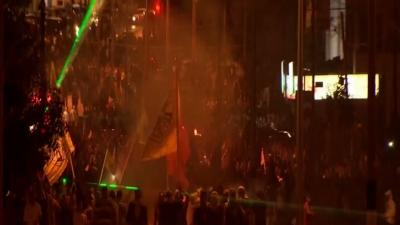 Raw: Palestinians and Israeli Soldiers Clash