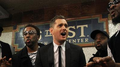 Michael Buble Sings in the NYC Subway