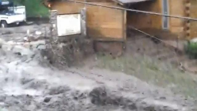Mudslide sweeps through Colo. town