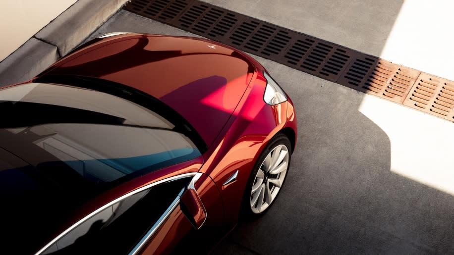 Tesla Model 3一口氣推出多種高階版本,也提供Tesla迷們更多樣化選擇