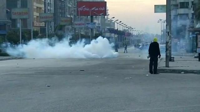 Egypt police fire tear gas at pro-Mursi protest
