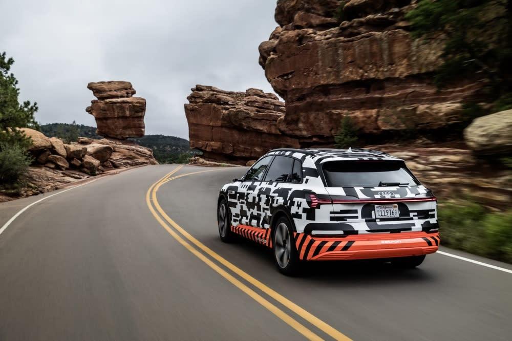 Audi e-tron prototype經測試最大續航力超過400km,大幅超越多款中大型SUV車,兼具優異的充電效率與強勁的續航動力(圖片來源:Audi Taiwan)
