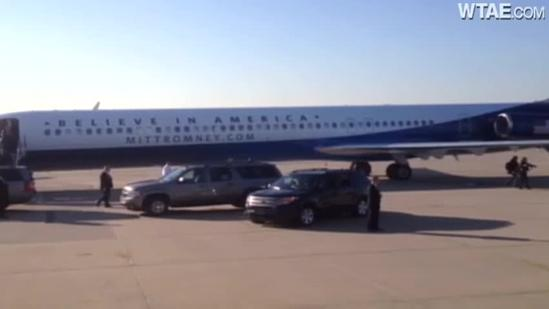 Mitt Romney lands in Pittsburgh for last-minute campaign stop