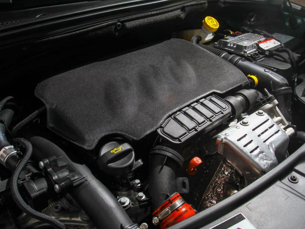 搭載1.2升直列三缸渦輪增壓汽油引擎,最大馬力110hp、最大扭力20.9kgm。