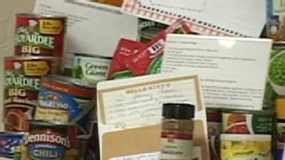 Weight Watchers Donates Food To Local Food Bank