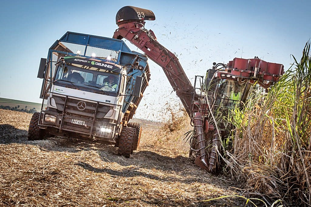 農田收割車也能自動駕駛,賓士打造農用自駕貨卡免動手、不倦怠而