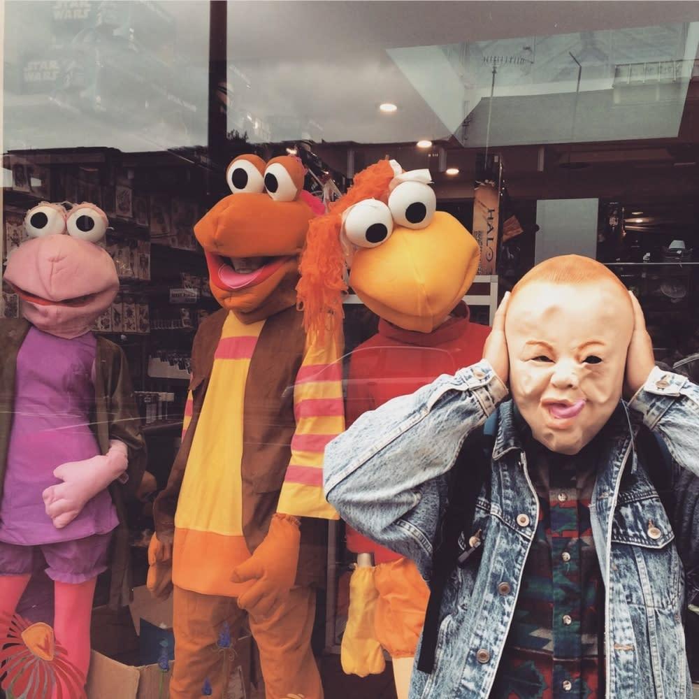麥基還買了一堆台灣很少見的面具、頭套。