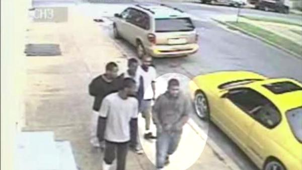 Wilmington Police search for sidewalk shooter