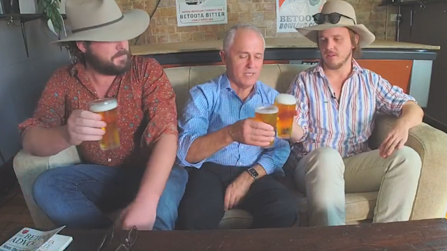 Prime Minister Sits Down and Drinks Beers With Editors of Satire Paper