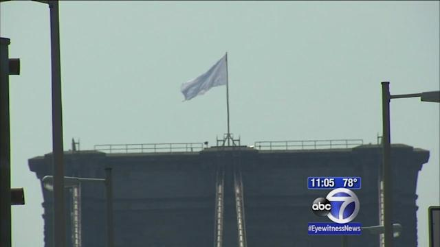 White flags that replaced American flags at Brooklyn Bridge taken down
