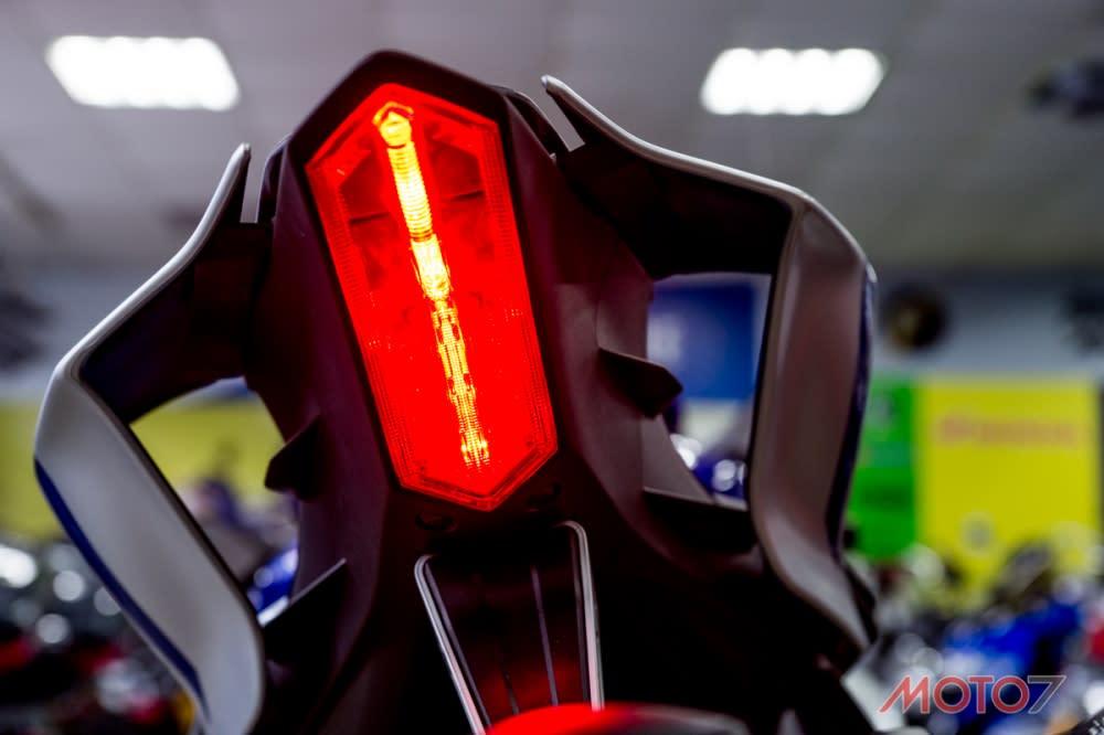 尾燈使用LED 導光條設計