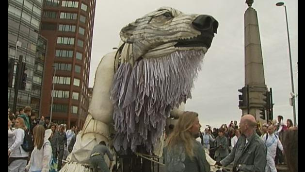 Giant polar bear leads protest to save the Arctic