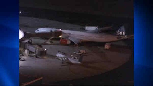 Planes clip wings at Newark
