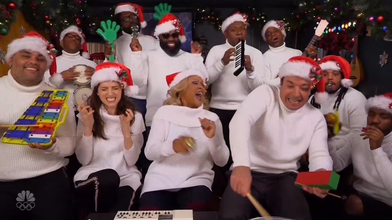 Anna Kendrick and Jimmy Fallon sing Christmas [Video]