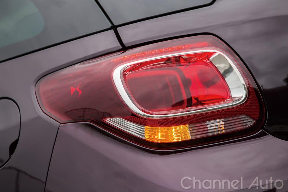 造型時尚的LED前後燈組,搭配序列式LED方向燈,組成DS3別具特色的外觀特徵。