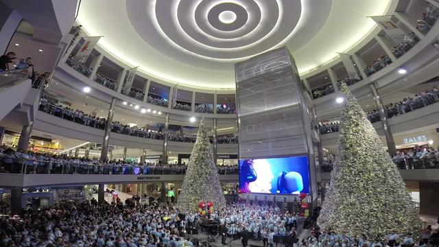 5,000 Person Choir Fills Mall of America to Honor Late Teen