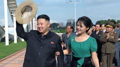 NKorean leader Kim Jong Un and his wife step out