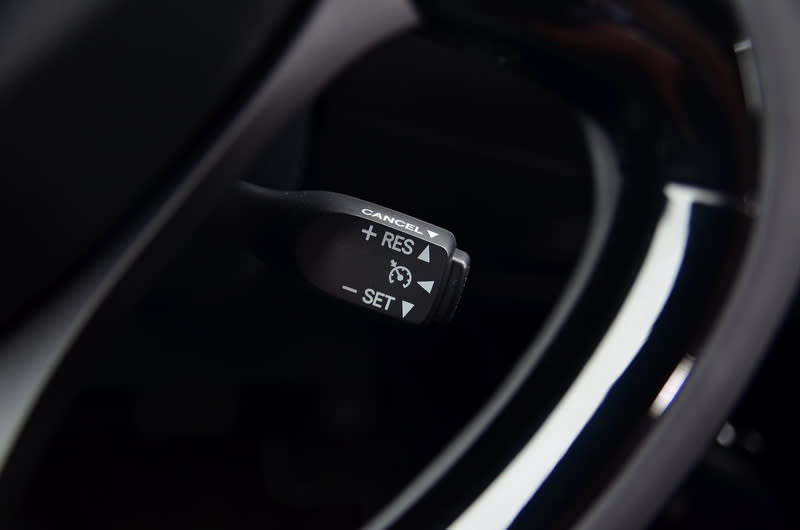 ▲定速巡航系統為豪華版以上車型之標準配備