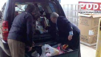Uncut: Toys For Tots Distributing Toys