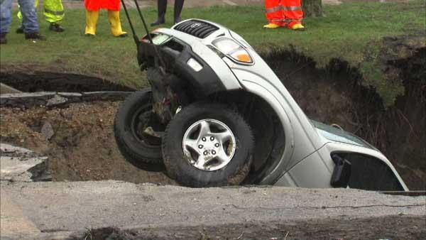 Chicago sinkhole swallows 3 cars, leaves huge crater in street