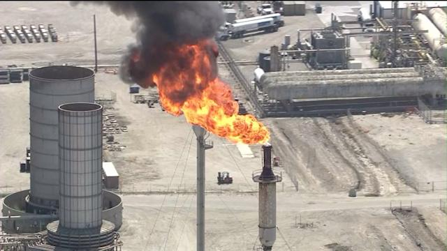 Power Failure at Exxon Mobile Refinery Sends Flames Shooting into Sky