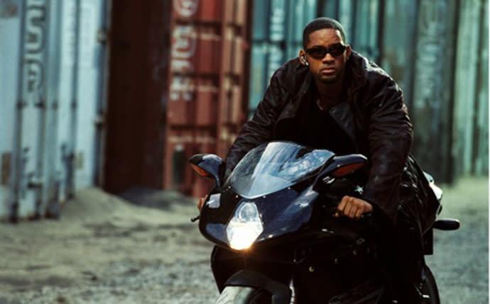 威爾史密斯在電影「機械公敵」中騎乘汽油車即被認為是反體制的存在。