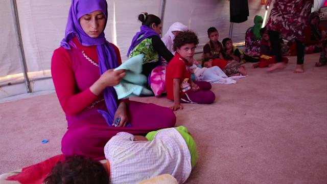 Thousands of Iraqi refugees take shelter in camps