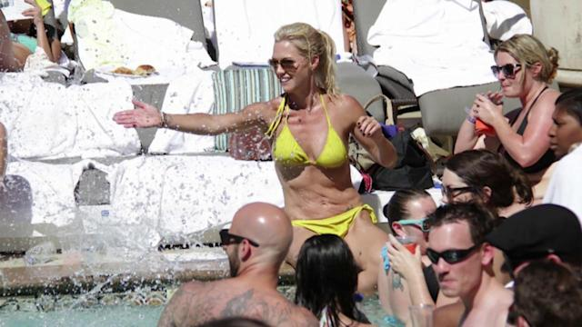 Jennie Garth Wows in a Bikini
