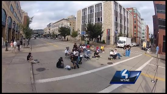 Timelapse: Fans arrive for Pirates watch party outside PNC Park