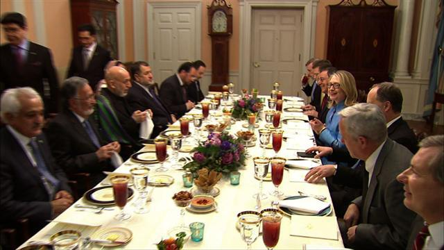 Clinton, Panetta host Karzai for dinner