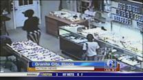 Woman gets kids to steal $100,000 in jewelry