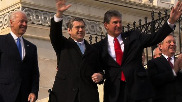 Sen. Mark Kirk makes emotional return to Capitol Hill