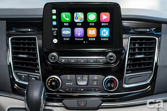 【圖四】福特旅行家豪華版全新搭載SYNC® 3系統,全時連結娛樂生活。