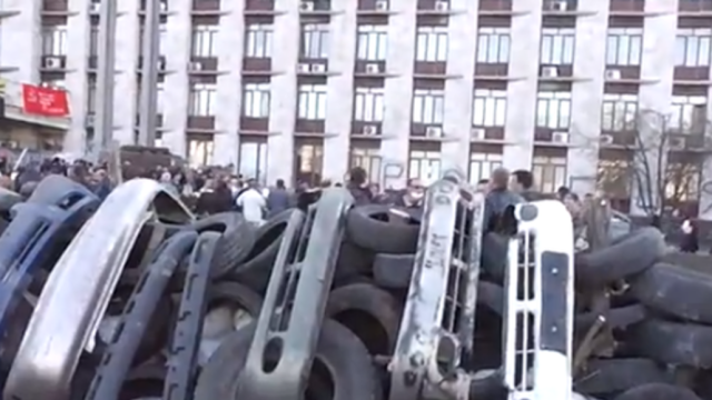 Pro-Russia Group Occupies Regional Administration Building in Donetsk
